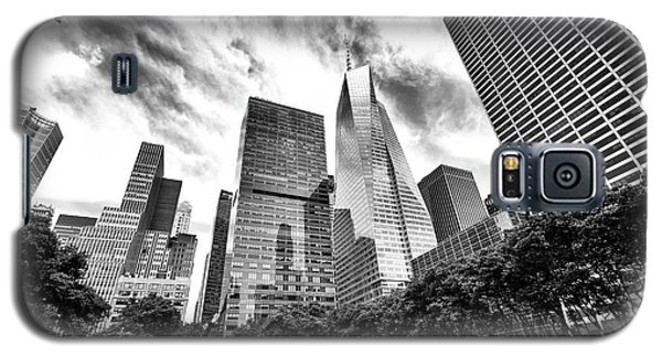 Galaxy S5 Case featuring the photograph Looking Up In Bryant Park by John Rizzuto