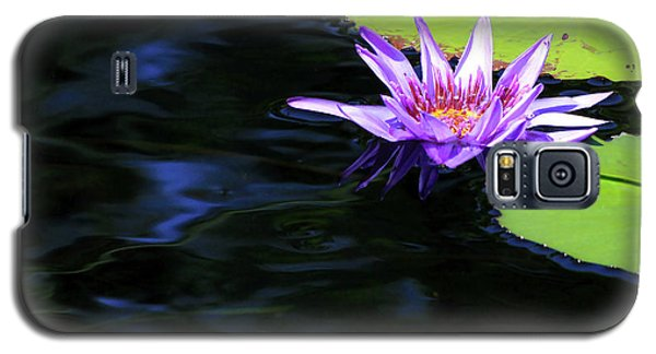 Lotus And Dark Water Refection Galaxy S5 Case