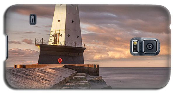 Galaxy S5 Case featuring the photograph Ludington North Breakwater Light At Dawn by Adam Romanowicz