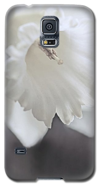 Galaxy S5 Case featuring the photograph Luminous Ivory Daffodil Flower by Jennie Marie Schell