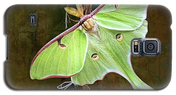 Galaxy S5 Case featuring the digital art Luna Moth by Thanh Thuy Nguyen