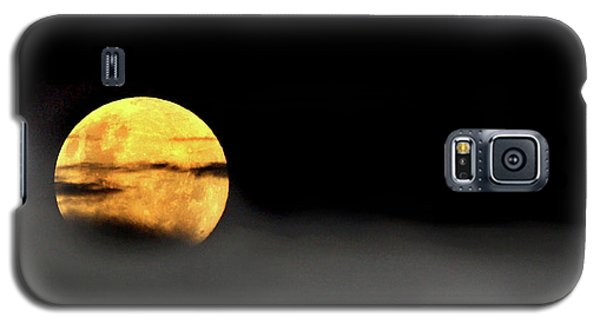Galaxy S5 Case featuring the photograph Lunar Mist by Marion Cullen