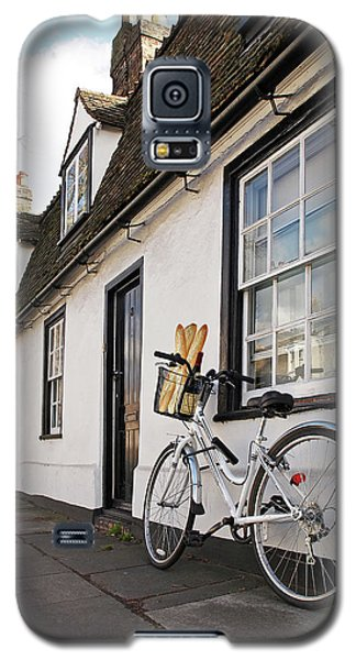 Galaxy S5 Case featuring the photograph Lunch French Style By Bicycle In Cambridge by Gill Billington