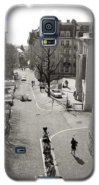 Galaxy S5 Case featuring the photograph Lunch Hour by Colleen Williams