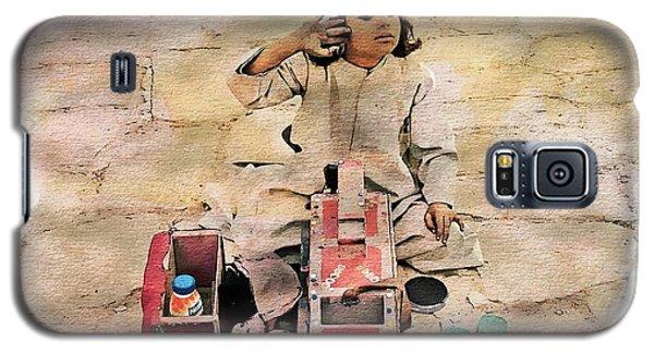 Luxor Shoeshine Girl Galaxy S5 Case by Joseph Hendrix