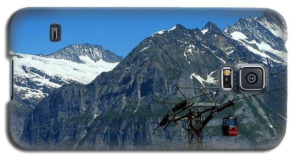 Maennlichen Gondola Calbleway, In The Background Mettenberg And Schreckhorn Galaxy S5 Case by Ernst Dittmar