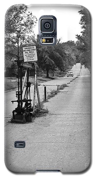 Main Street Oil Well Galaxy S5 Case by Larry Keahey