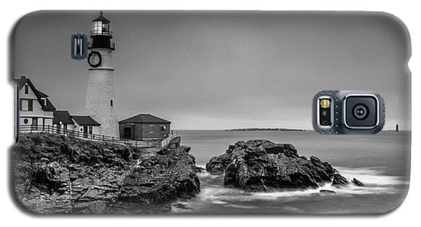 Galaxy S5 Case featuring the photograph Maine Cape Elizabeth Lighthouse Aka Portland Headlight In Bw by Ranjay Mitra