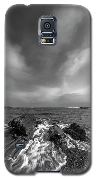 Maine Storm Clouds And Crashing Waves On Rocky Coast Galaxy S5 Case