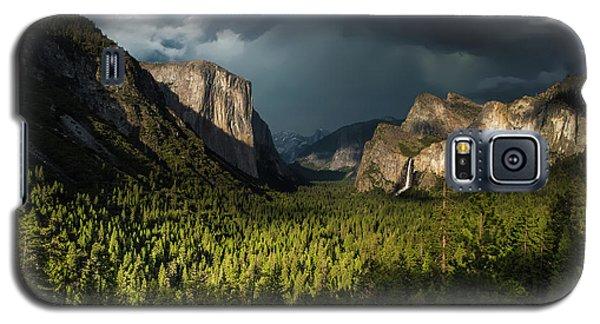 Yosemite National Park Galaxy S5 Case - Majestic Yosemite National Park by Larry Marshall
