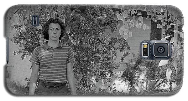 Man In Front Of Cinder-block Home, 1973 Galaxy S5 Case
