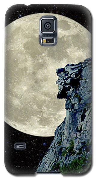Galaxy S5 Case featuring the photograph Man In The Moon Meets Old Man Of The Mountain Vertical by Larry Landolfi