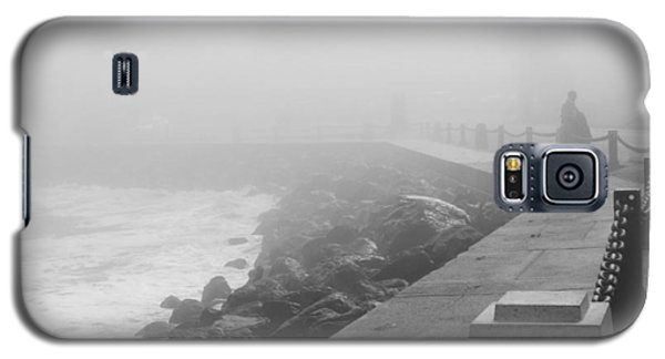 Man Waiting In Fog Galaxy S5 Case