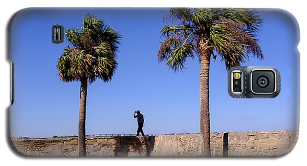 Man With A Hat On The Wall With Palm Trees In Saint Augustine Fl Galaxy S5 Case