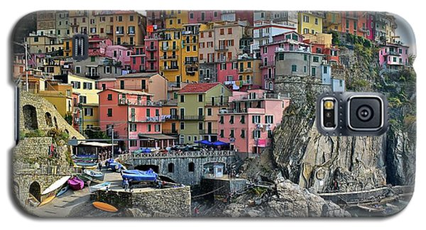 Galaxy S5 Case featuring the photograph Manarola Cinque Terre Italy by Frozen in Time Fine Art Photography