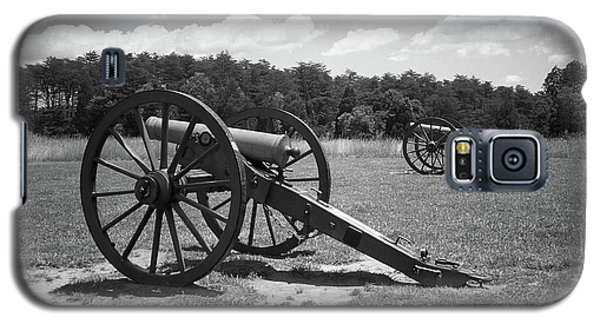 Galaxy S5 Case featuring the photograph Manassas Battlefield 2 Bw by Frank Romeo
