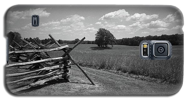 Galaxy S5 Case featuring the photograph Manassas Battlefield Bw by Frank Romeo