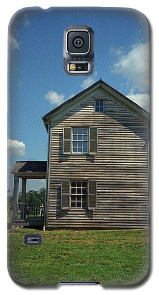 Galaxy S5 Case featuring the photograph Manassas Battlefield Farmhouse by Frank Romeo