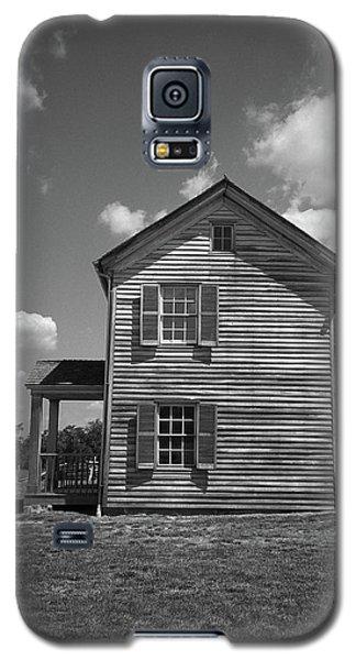 Galaxy S5 Case featuring the photograph Manassas Civil War Battlefield Farmhouse Bw by Frank Romeo