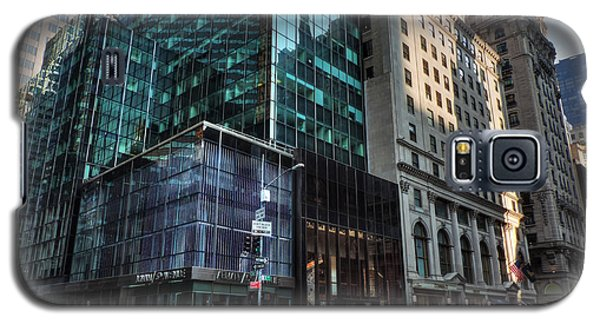 Galaxy S5 Case featuring the photograph Manhattan - 5th Ave. 002 by Lance Vaughn