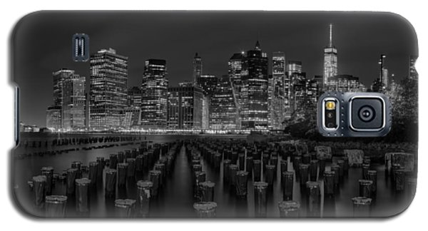 Manhattan And The Brooklyn Pileons In Black And White Galaxy S5 Case