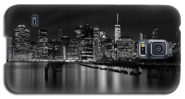 Manhattan At Night In Black And White Galaxy S5 Case