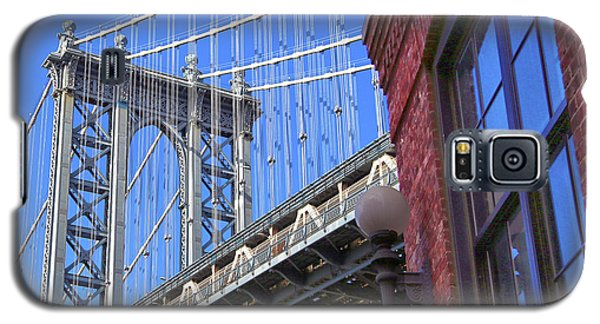 Galaxy S5 Case featuring the photograph Manhattan Bridge by Mitch Cat
