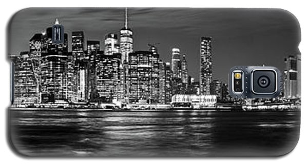 Manhattan Skyline At Dusk From Broklyn Bridge Park In Black And  Galaxy S5 Case