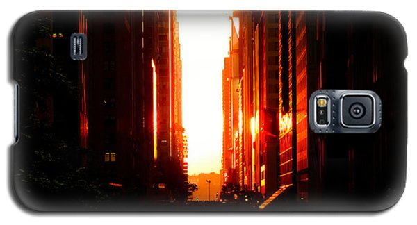 City Sunset Galaxy S5 Case - Manhattanhenge Sunset Overlooking Times Square - Nyc by Vivienne Gucwa