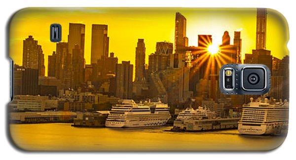 Manhattan's Ports At Sunrise Galaxy S5 Case