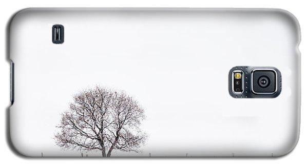 Galaxy S5 Case featuring the photograph Manitoba Winter by Yvette Van Teeffelen