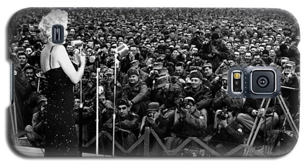 Marilyn Monroe Entertaining The Troops In Korea Galaxy S5 Case