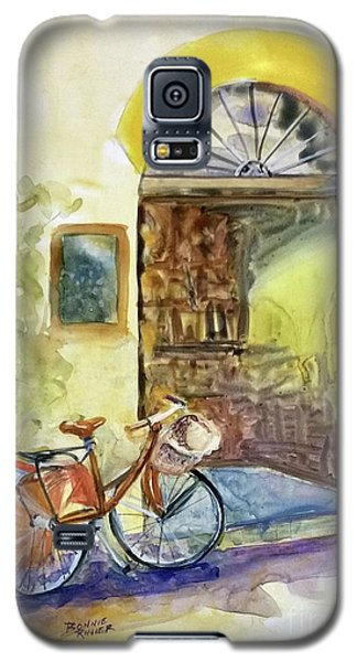 Galaxy S5 Case featuring the painting Market Day In Lucca by Bonnie Rinier