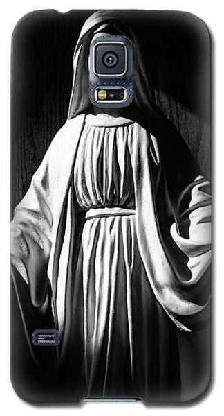 Galaxy S5 Case featuring the photograph Mary by Monte Stevens