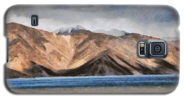 Massive Mountains And A Beautiful Lake Galaxy S5 Case by Ashish Agarwal