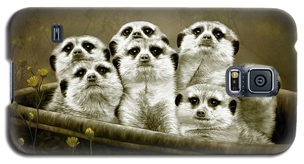 Galaxy S5 Case featuring the digital art Meerkats by Thanh Thuy Nguyen