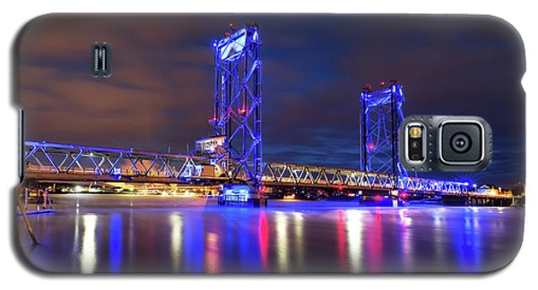 Galaxy S5 Case featuring the photograph Memorial Bridge by Robert Clifford
