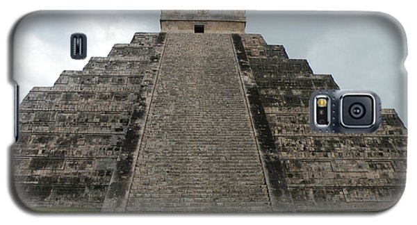 Galaxy S5 Case featuring the photograph Mexico Chichen Itza by Dianne Levy