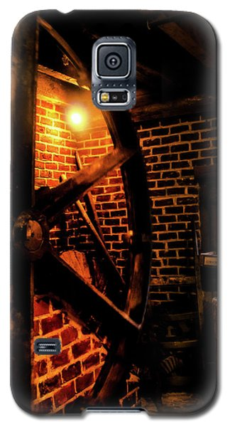 Galaxy S5 Case featuring the photograph Michie Tavern No. 4 by Laura DAddona