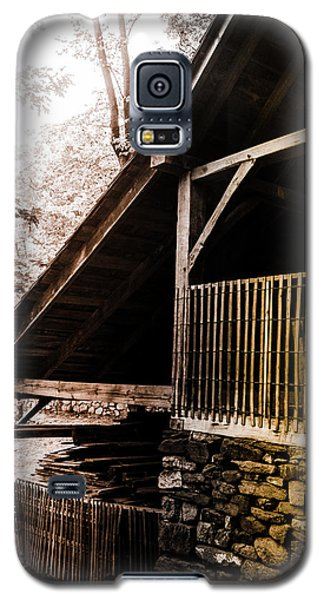 Galaxy S5 Case featuring the photograph Michie Tavern No. 5 by Laura DAddona