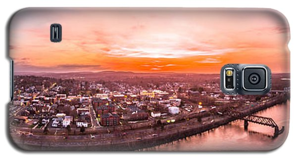 Galaxy S5 Case featuring the photograph Middletown Connecticut Sunset by Petr Hejl