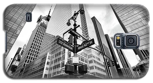 Galaxy S5 Case featuring the photograph Midtown by John Rizzuto