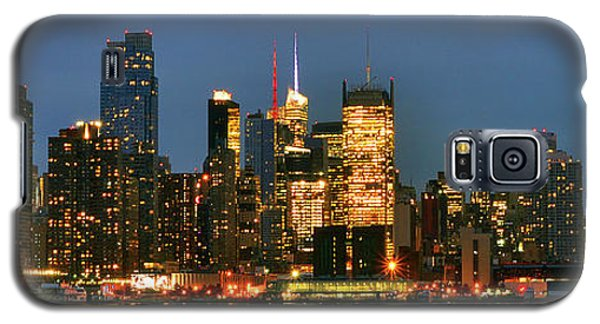Galaxy S5 Case featuring the photograph Midtown Manhattan by Zawhaus Photography