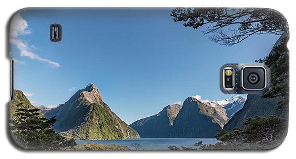 Galaxy S5 Case featuring the photograph Milford Sound Overlook by Gary Eason