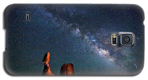 Milky Way Over Balanced Rock Galaxy S5 Case
