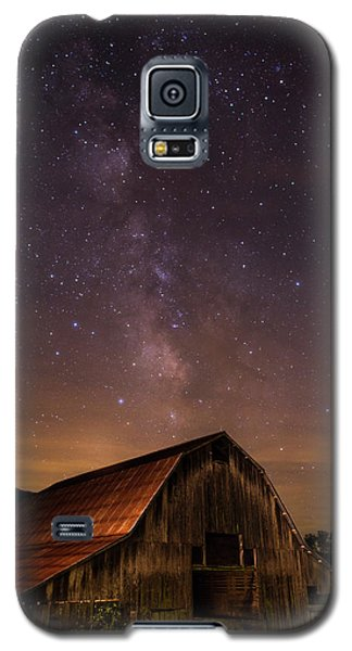 Milky Way Over Boxley Barn Galaxy S5 Case