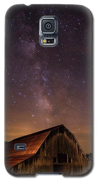 Milky Way Over Boxley Barn Galaxy S5 Case