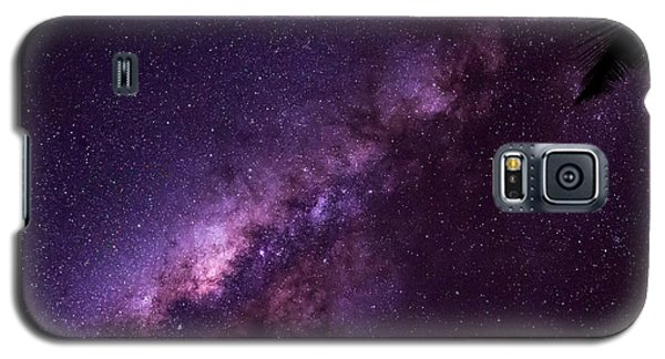 Galaxy S5 Case featuring the photograph Milky Way Over Mission Beach by Avian Resources