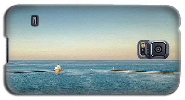Galaxy S5 Case featuring the photograph Milwaukee Harbor by Randy Scherkenbach