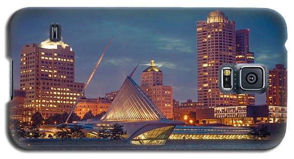 Milwaukee Skyline At Dark Galaxy S5 Case